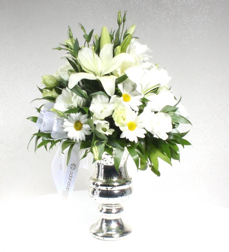 Gümüş Vazoda Beyaz Aranjman
