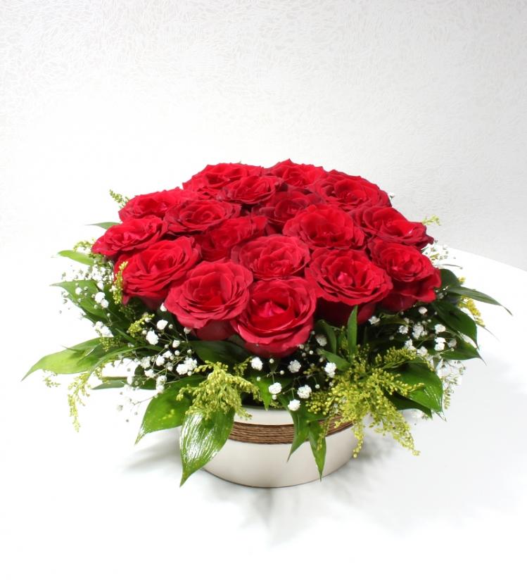 Dekoratif Seramikte Kırmızı Güller