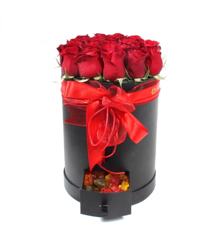 Çekmeceli Kutuda Kırmızı Güller ve Jelibon Şekeri