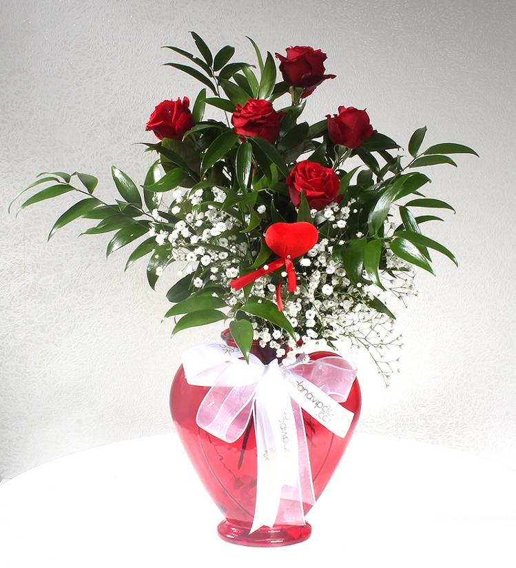 Kalpli Kırmızı Cam Vazoda 5 Kırmızı Gül