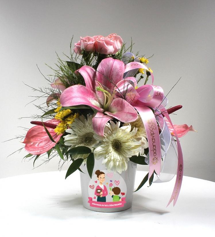 Dünyanın En Tatlı Öğretmenine Beyaz Seramikte Bahar Çiçekleri