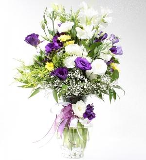 Cam Vazoda Bahar Çiçekleri