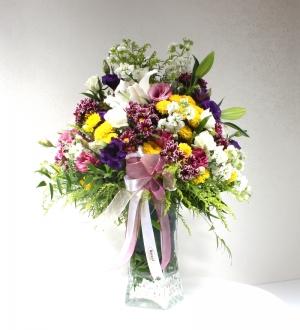 Vazoda Zengin Bahar Çiçekleri