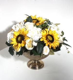 Dekoratif Metal Kadehte Yapay Çiçekler