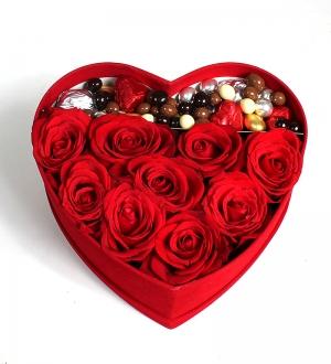 Kalpli Kadife Kutuda Güller ve Çikolatalar