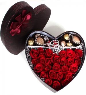 Kalpli Kutuda Kırmızı Güller ve Misdiba Spesiyal Çikolata