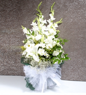 Beyaz  Çiçeklerden Mevsim Buketi