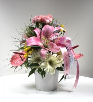 Beyaz Seramikte Bahar Çiçekleri