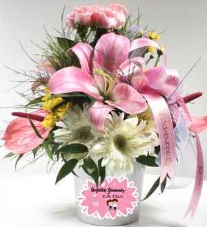 Sevgiliye Beyaz Seramikte Bahar Çiçekleri