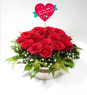 Sevgiliye Dekoratif Seramikte Kırmızı Güller