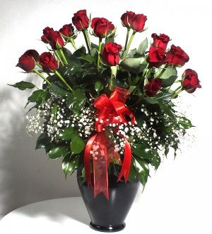 Siyah Vazoda Romantik Güller